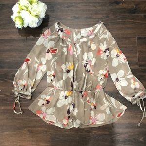 ❤️3 for $20- Old Navy Floral Blouse- size Medium